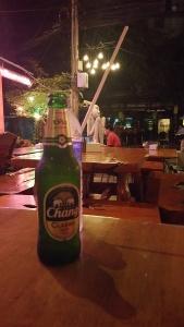 Une bière fraîche après une journée de consulting - Entrepreneur nomade