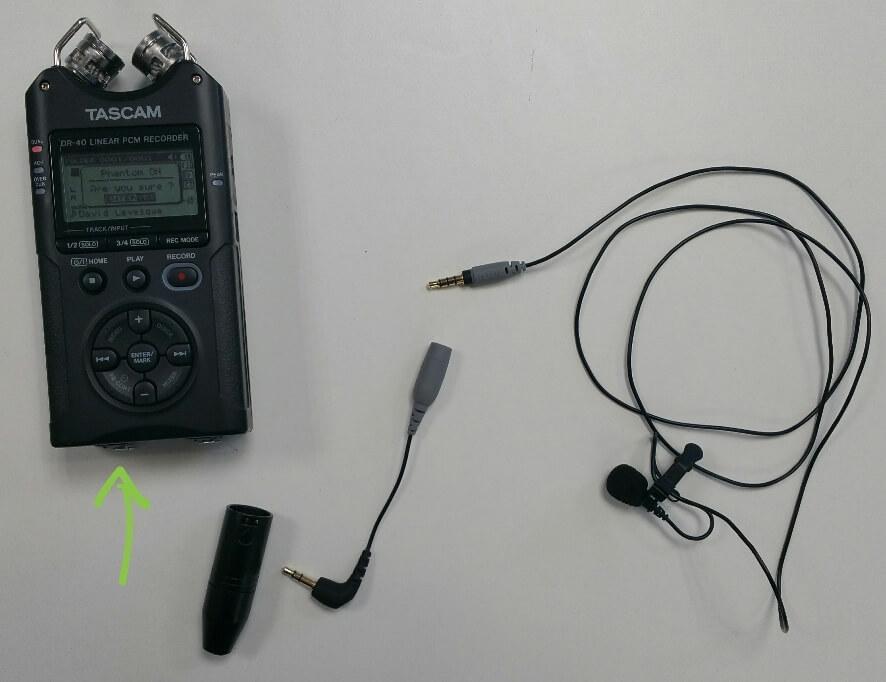 Le kit au complet : Tascam, micro SmartLav, broche XLR, adaptateur