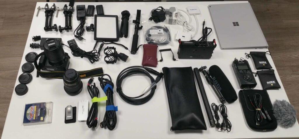 Voici l'ensemble du matériel que j'utilise. Ni plus, ni moins : studio vidéo mobile !