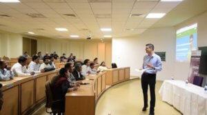 J'adore participer et créer des événements pour transmettre! Ici, une conférence en Inde sur la culture Startup pour réussir